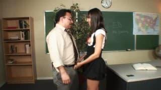 Studentka fantazjuje o seksie z nauczycielem