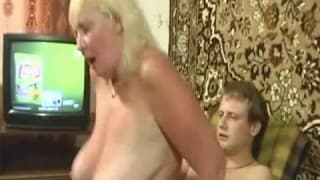 Babcia ciągle ma ochotę na głęboką penetrację