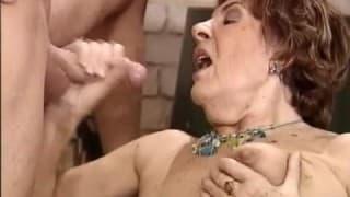 Babcia ma ochotę na młode mięsko