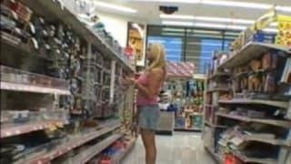Cycata blondynka znalazła kochanka w sklepie