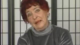 Ruda babcia masturbuje się dildo