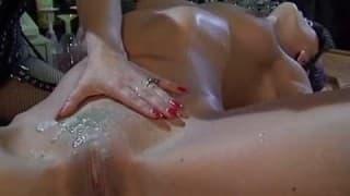 Lesbijska scena dominacji i wiązania
