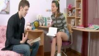 Licealistka ma ochotę na swojego korepetytora