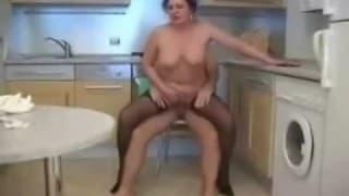 Starsza gosposia wyjebana w kuchni