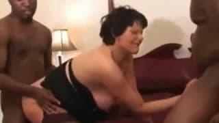 Dwóch murzynów jebią ciężarną sukę