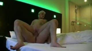 Wytatuowana suka wyjebana w hotelowym pokoju