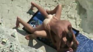 Para nudystów pieprzy się na plaży