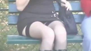 Upskirt w publicznym miejscu w Paryżu