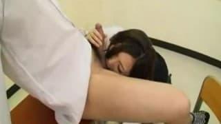 Japońska para studentów została sama w klasie