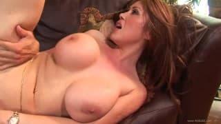 Cycata Kianna Dor lubi spijać spermę