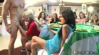 Striptizer załapał się na panienski