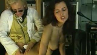 Vintage porno z owłosioną brunetką