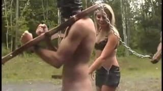 Faceci zdominowani i poniżeni przez trzy suki