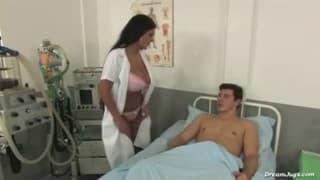 Jasmine Black jako seksowna pielęgniarka