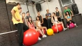 Biseksualna orgia na siłowni