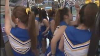 Autobus pełen gorących cheerleaderek