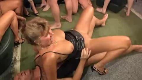 cała murzyńska orgia ręczna robota seks porno
