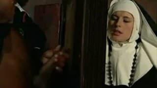 Swiętojebliwa zakonnica z czarnym księdzem