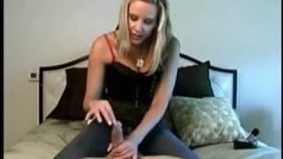 młoda blondynka dotyka i poznaje chuja