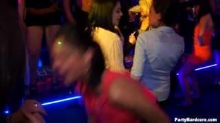 Ruchanie w rytmie muzyki disco