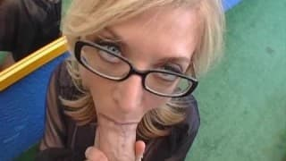 Nina Hartley blond kocica w oularach