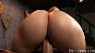 Seks w trójkę w stodole