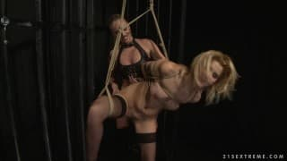 Cindy Hope i Dorina Gold w bdsm