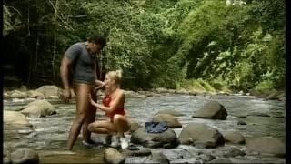 Jamie Brooks pierdoli się na kamieniu w rzece