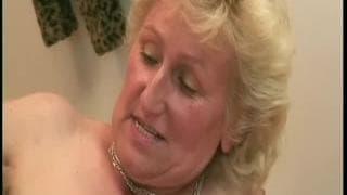 Babcia ciągle ma ochotę na mocny seks