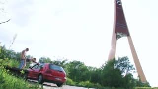 Beata wyruchana przy przejażdżce samochodem