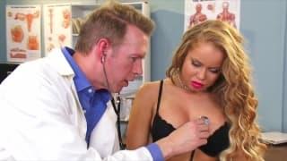 Nikki Delano u lekarza ma dokładny przegląd