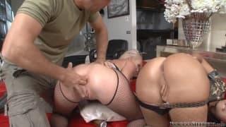 Dwie aktorki porno na musztrze z Rocco