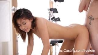 Azjatka chce zacząć pracę w branży porno