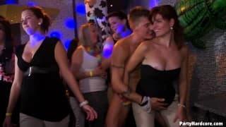 PartyHardcore-orgia w nocnym klubie!