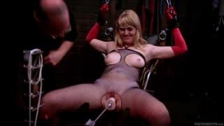 Emma Ash w porno z ostrą dominajcą