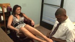 Cece Stone szuka asystenta do pracy