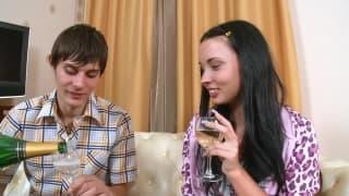 Szklanka szampana podnieciła młodzież