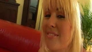 Scenka xxx-ostre rżnięcie z blondynką