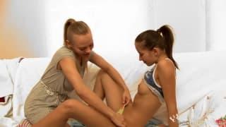 Lesbijki Helen i Willa - seks w łóżku