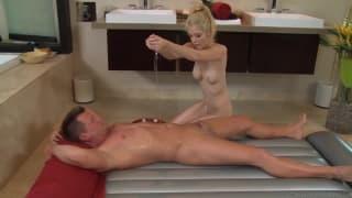 Tiffany Fox - po kąpieli seksi masaż