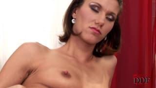 Amanda Vamp dobrze się bawi w towarzystwie dildo