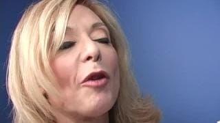 Gwiazda porno Nina Hartley ciągnie chuja