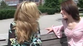 Samantha Wynter i Cherise dzielą się dildo