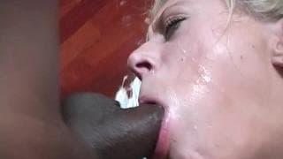 Juliana jebana w ustach przez kilku murzynów