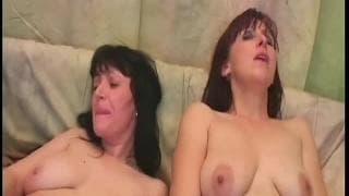 Stare amatorki Martina i Jana masturbują się