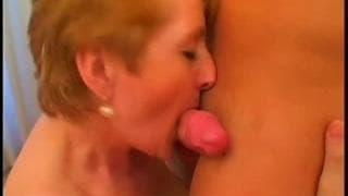 Babcia z małymi cyckami chce młodszego chuja