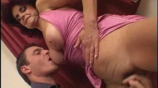Mamuśka Jessica nakręca się za pomocą dildo