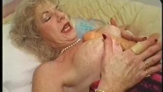 Babcia Diane Richards dała dupy murzynowi
