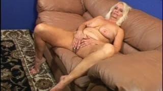 Vikki Vaughn ostra blond babcia w akcji