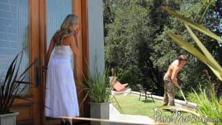 Brandi Love ma oko na umięśnionego ogrodnika